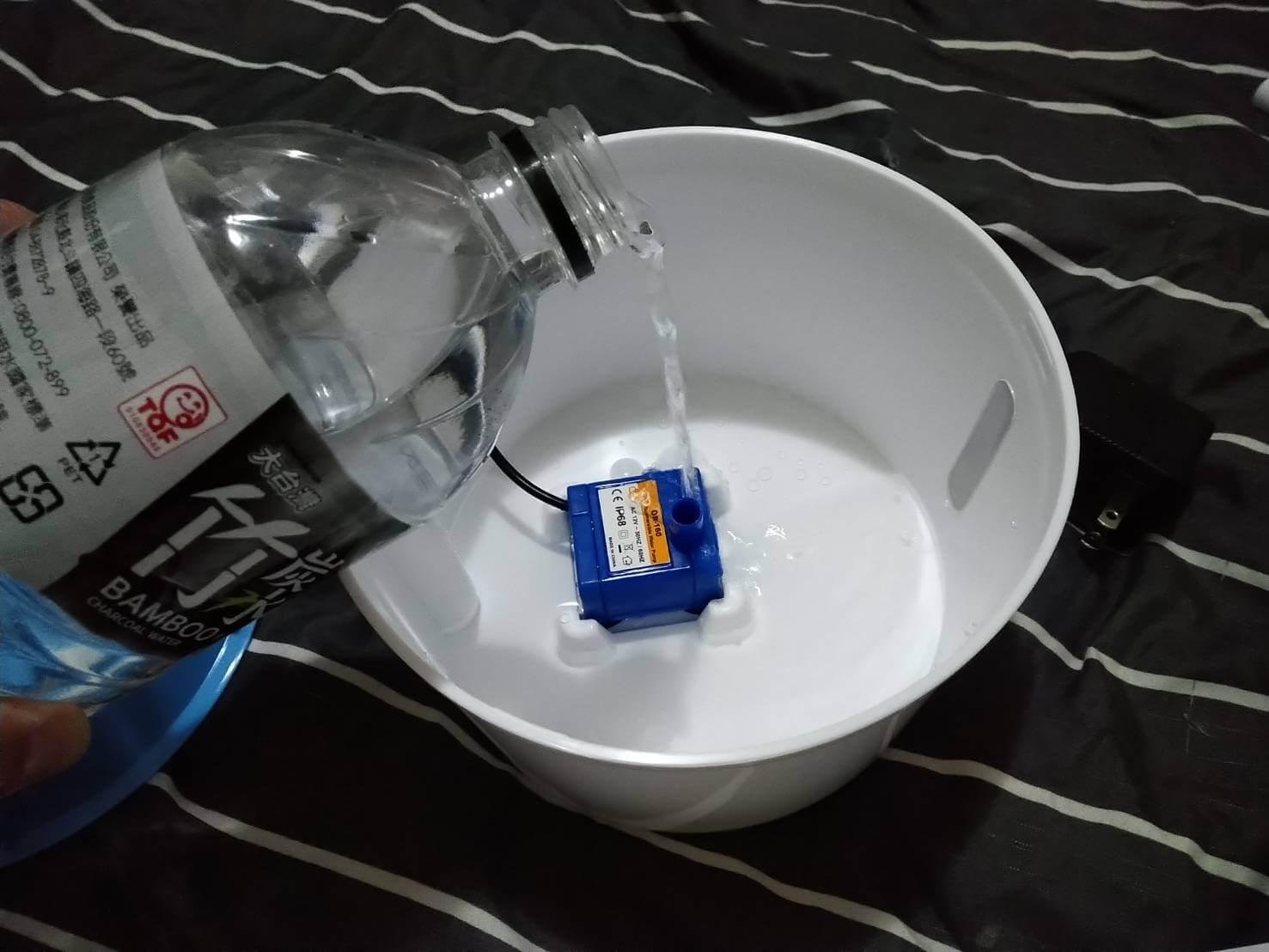 貓咪飲水機-花朵噴泉飲水機 倒水
